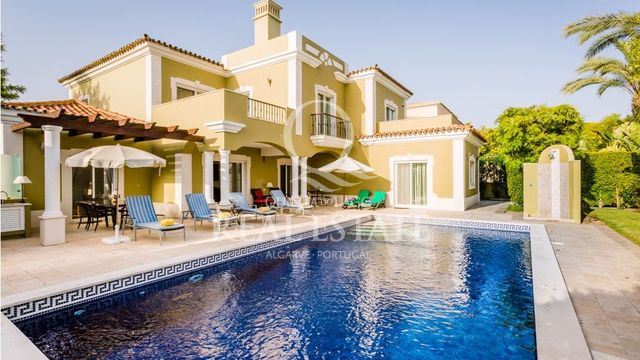 IMPRESSIVE AND SPACIOUS LUXURY VILLA